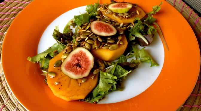 Sałatka z owocem kaki i figą